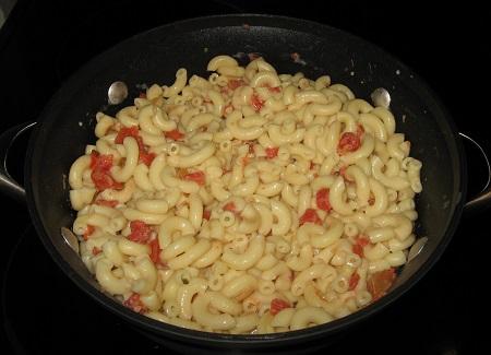 Mexican tomatoes in macaroni