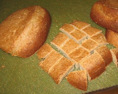 Bread cut in cubes