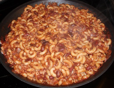 Chili Mac in Skillet | Chili mac is awesome. Why? It's easy to prepare, budget friendly, tasty, and nutritious. It's a meal the whole family will enjoy!