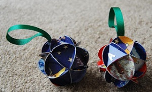 Make a Christmas ornament from greeting cards