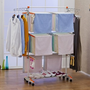Line drying clothes indoors - Tendedero de pared plegable ...
