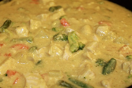 Chicken and Vegetables in Curried Cream Sauce | Looking for a vegetable-packed dish that is flavorful and affordable? Try easy-to-prepare Chicken and Vegetables in Curried Cream Sauce!