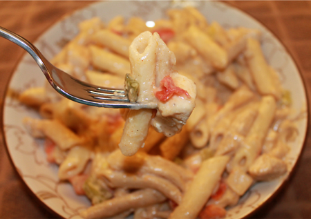 Cajun Chicken Penne | Cajun seasoning and creamy Alfredo sauce converge to create this flavor-packed pasta. This yummy dish will find a permanent place in your meal rotation!